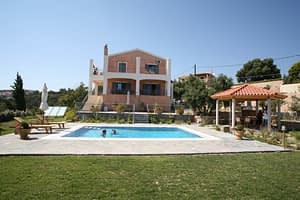 Pool and Villa, let everyone relax